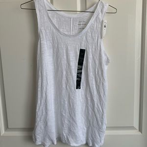 NWT: Banana Republic white Malibu tank